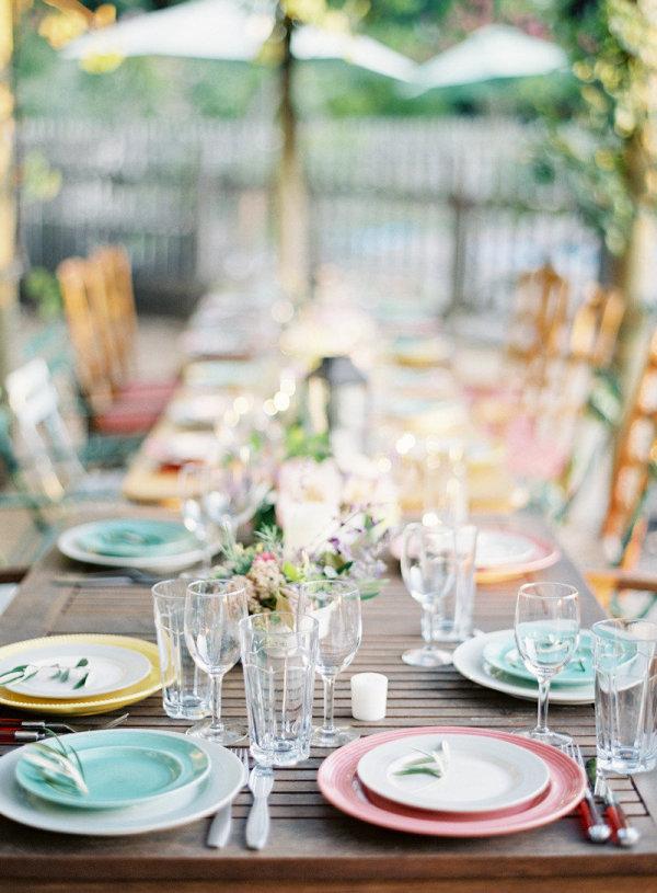 pasteles mesa servida