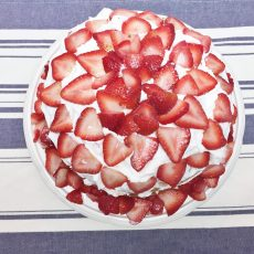 Receta de strawberry shortcake. Bizcocho con fresas.
