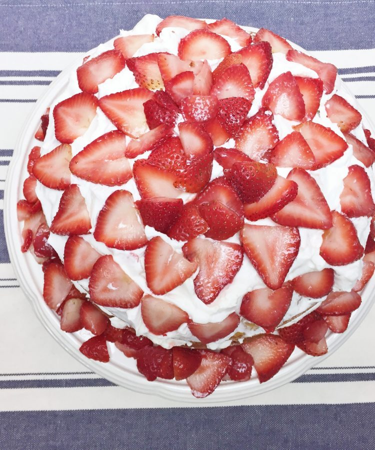 Receta de strawberry shortcake. Bizcocho con fresas.