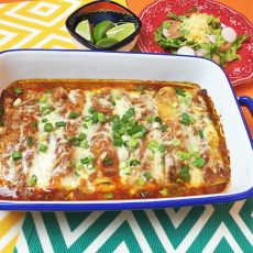 Receta fácil de Enchiladas de Pollo usando pollo rotisserie asado. www.ensalpicadas.com