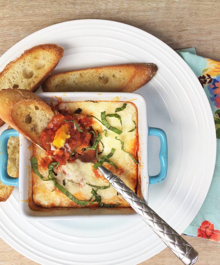 Receta de huevos al horno con salsa marinara. www.ensalpicadas.com