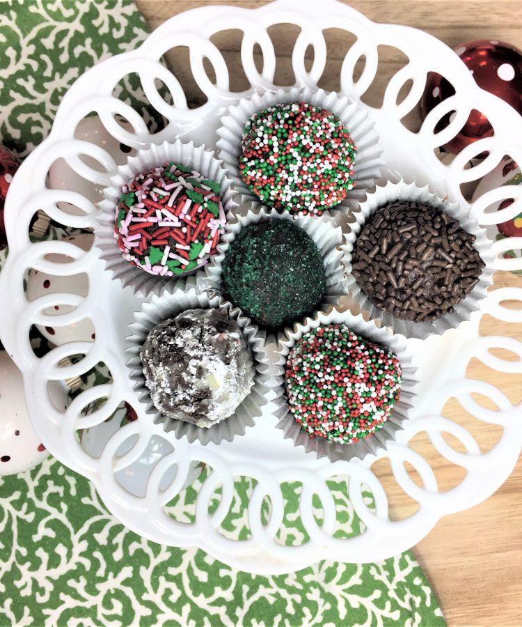 Receta de bolitas de chocolate con ron llamadas chocolate rum balls recipe. www.ensalpicadas.com