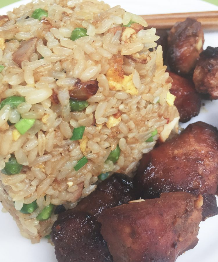 Receta con los secretos del arroz frito chino y la carne de cerdo ahumada china.