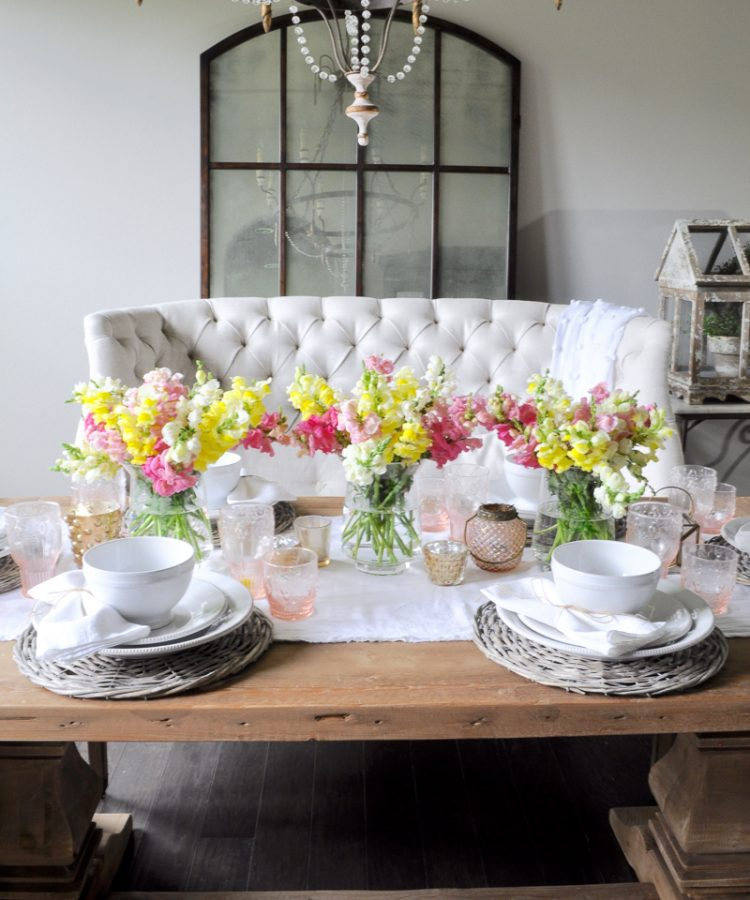 Decoración de la mesa para primavera y pascua.