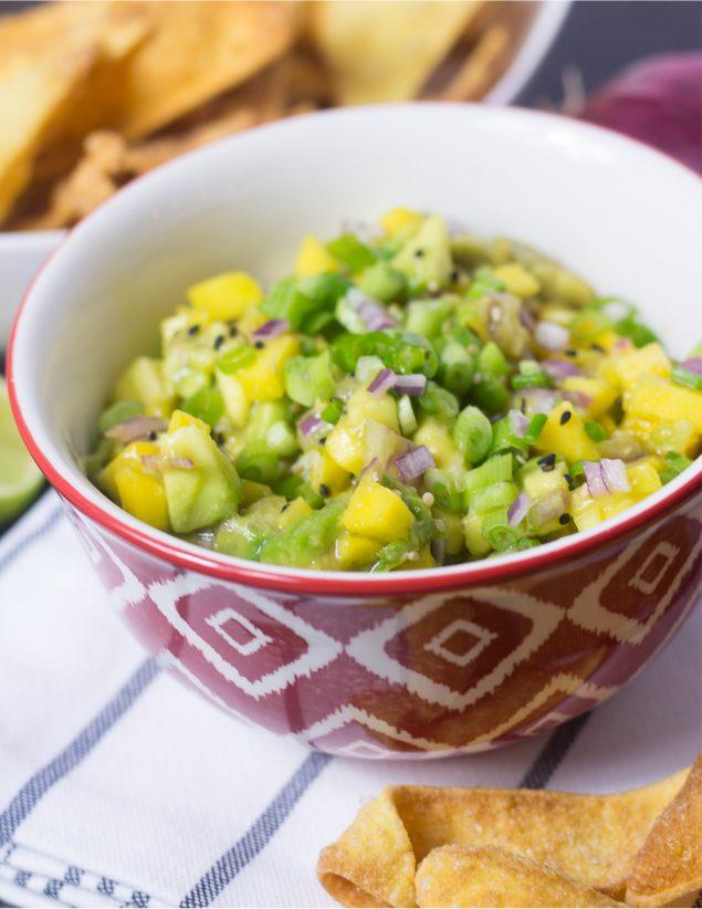 """Receta de ensalada de aguacate y mango estilo """"salsa""""."""