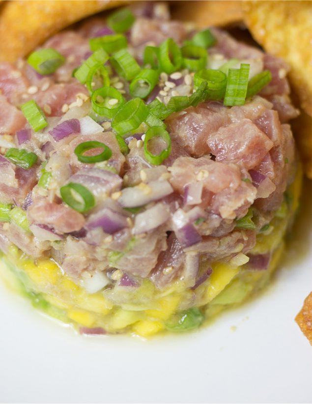 Tartar de Atún con Salsa de Aguacate y Mango Oriental