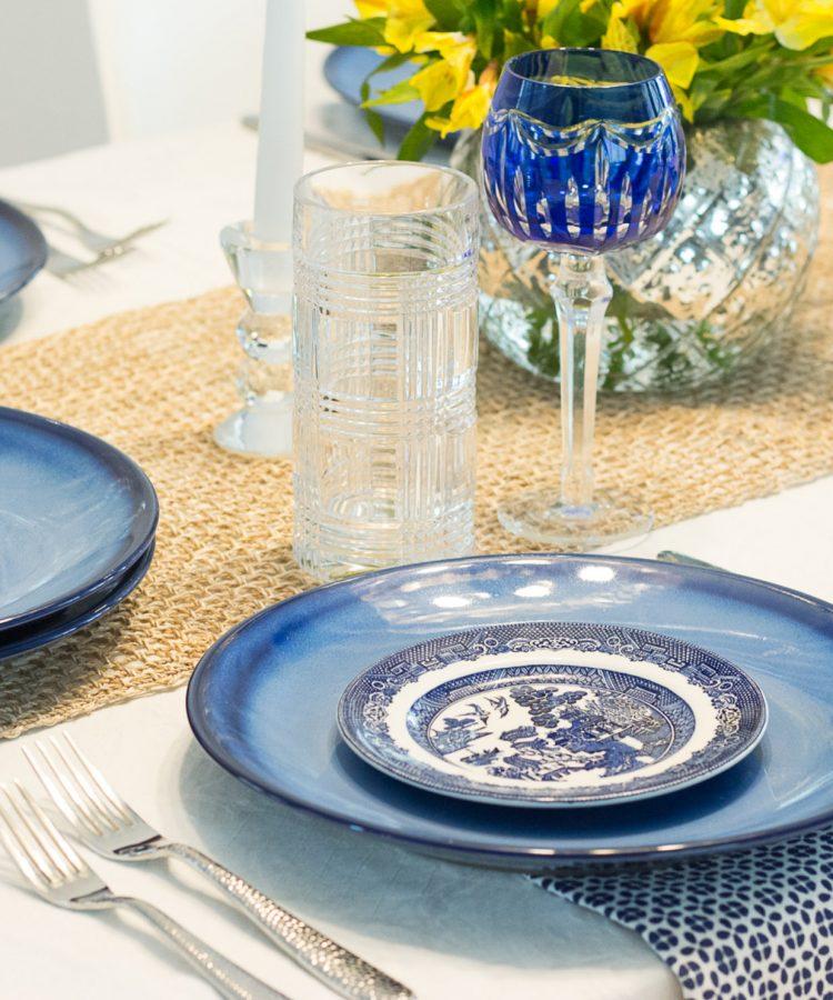 Mesa Decorada con Azul Cobalto