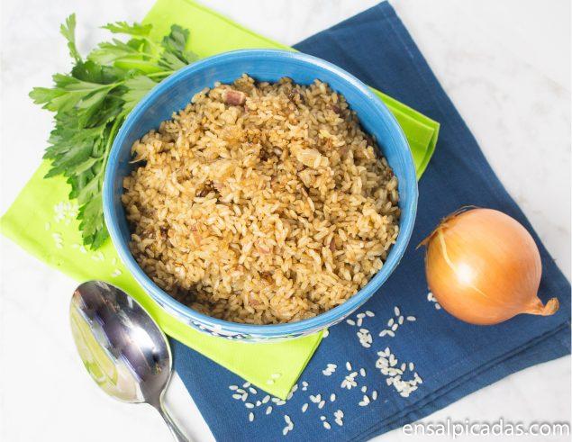 Receta de arroz con cebolla.