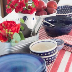Decoración de la mesa en rojo, blanco y azul
