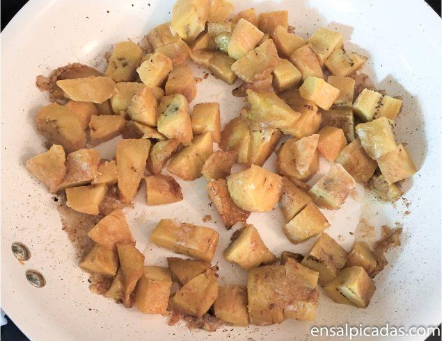 Receta de Relleno para Pavo con Amarillos, Pan con Ajo y Tocineta.