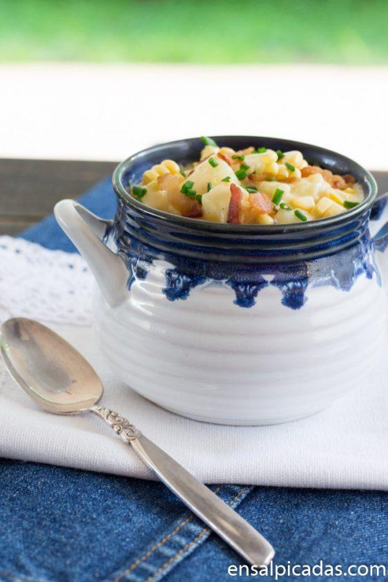 Receta de crema de papas con maíz y tocineta.