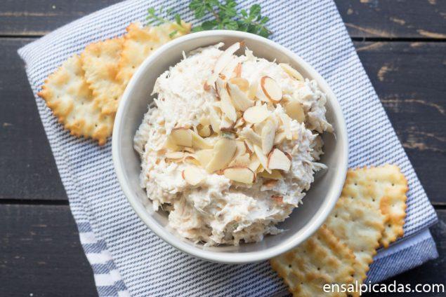 Cremoso dip de pollo con almendras, ajo, pimiento y otros ricos ingredientes