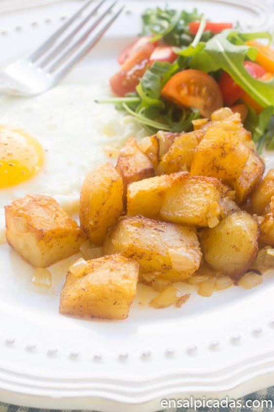 Receta de papas sazonadas al horno para desayuno o cena.