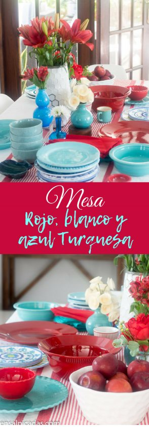 Mesa decorada co n colores rojo, blanco y azul turquesa
