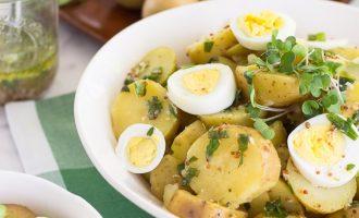 Receta de Ensalada de Papas Francesa con Hierbas frescas (estragón) y sin mayonesa.
