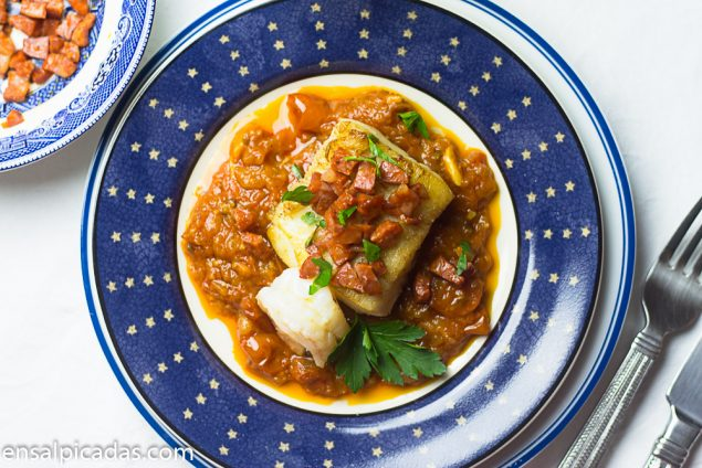 Filete de Pescado Bacalao con chorizo y salsa rustica