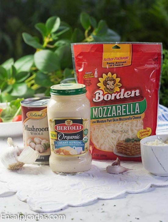 Receta de Pasta rellena con salsa alfredo y salchicha italiana.