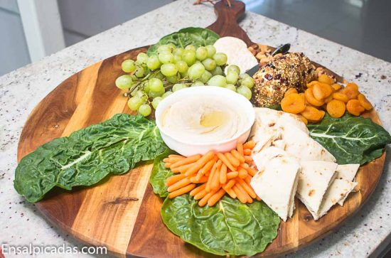 Entremeses Frios y receta de Rollo de queso con nueces y frutos secos.