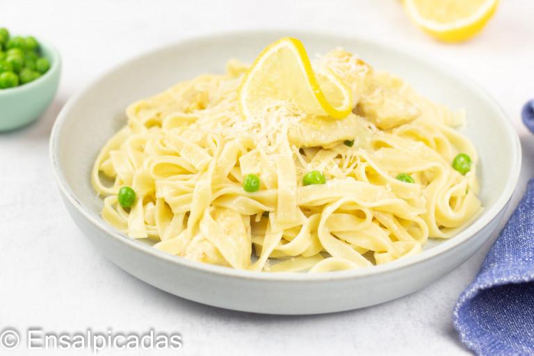 Receta de Pasta con Pollo, limón y parmesano.